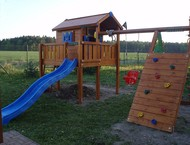 Domek Playhouse s terasou XL a Climb Modulem